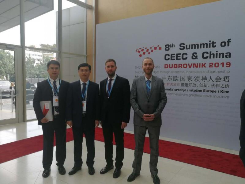 参加第八届中国-中东欧国家领导人会晤